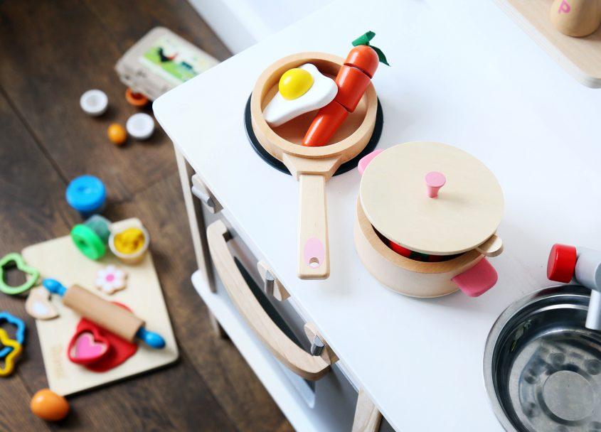 Het leukste cadeau voor 2+: een houten kinderkeuken