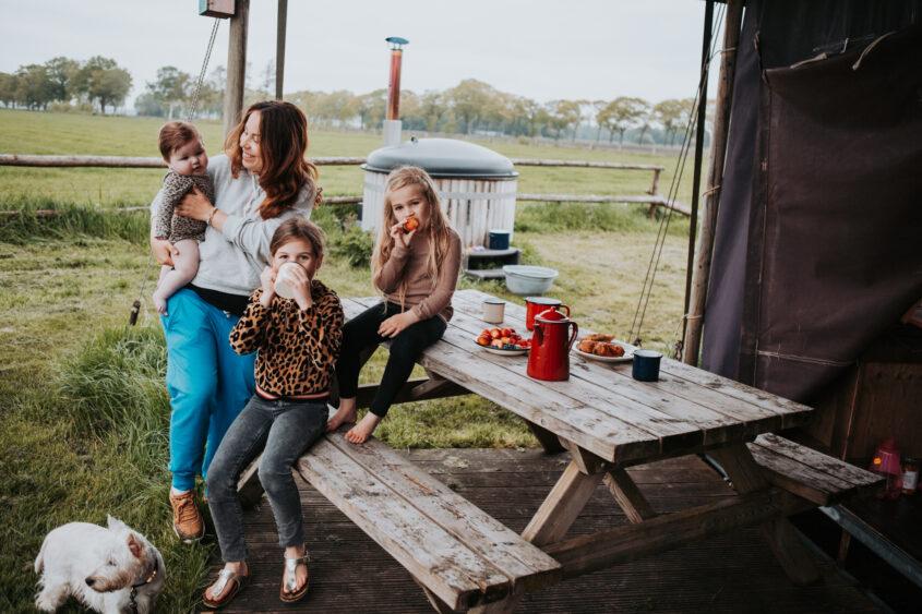 Familievakantie: Luxe kamperen midden in de natuur