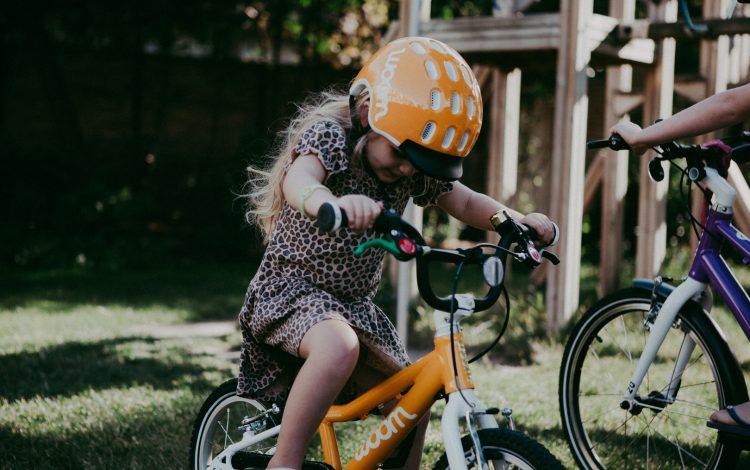 Zelfstandig fietsen zonder zijwieltjes kan zelfs vanaf 3 jaar!