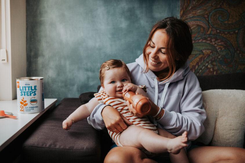 6 maanden mijlpaal: eerste hapjes en opvolgmelk